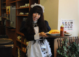 """Welcome back, Master!"" – maid café, Tenjin Style"