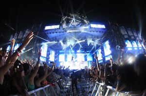 """ULTRA KOREA 2014"" DAY 1 Photo Report"
