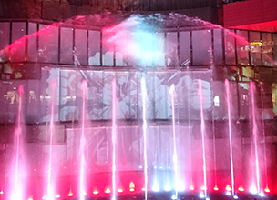 "One of the biggest of its kind in Japan! Combining a water fountain display with 3D projection mapping, the ""ONE PIECE Water Spectacle"" is here to adorn the winter at Canal City Hakata!"