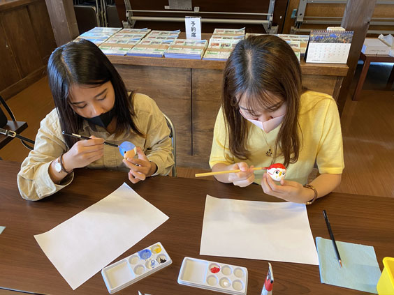 Moma-bue Painting Workshop